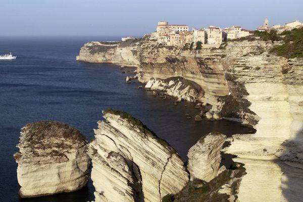 Illustration- Les fameuses falaises de Bonifacio (Corse du Sud)