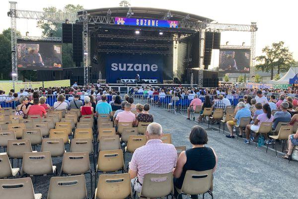 Public assis pour le concert de Suzane, lors de la première soirée de Brive Festival 2021.