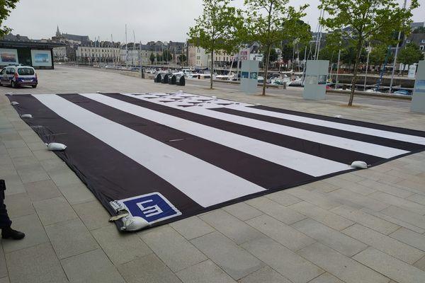 Le drapeau breton de 320 m² avait été volé. Il est réapparu au port à Vannes