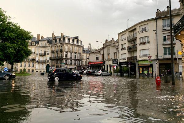 L'orage du 21 juin 2021 a provoqué d'importantes inondations sur le rond-point Cérès de la ville de Reims