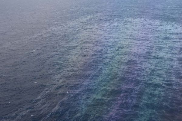 Images de la nappe de pollution prises par la Marine Nationale le 15 mars 2019.