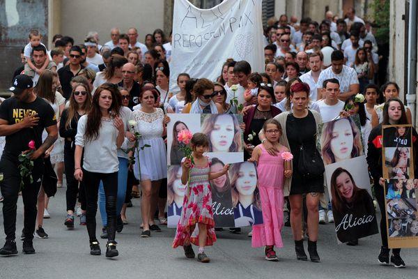 300 personnes ont participé à la marche blanche en hommage à Alicia.