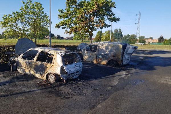 Sept véhicules ont été incendiés sur le parking de la prison de Sequedin