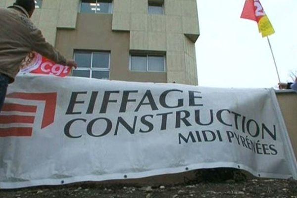 """Les """"Eiffage""""  ici devant le site de Tarbes"""