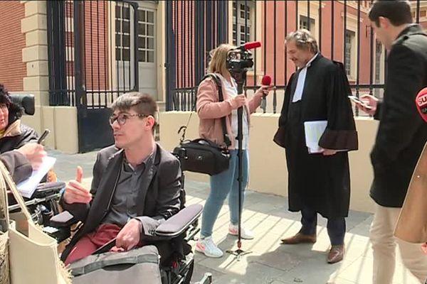 Kevin Fermine a tenu une conférence de presse devant la Cour d'appel de Toulouse, en compagnie de son conseil, Me Nakache