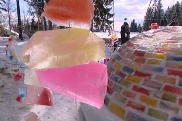 Clou de cette journée, la présentation de cette sculpture de glace réalisée par les écoliers du village avec l'aide de bénévoles