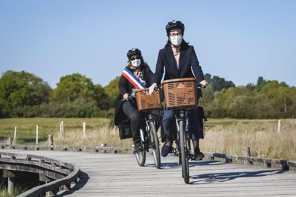 Amélie de Montchalin, la ministre de la Transformation et de la Fonction publique, était en visite à Surzur dans le Morbihan, le vendredi 23 avril 2021, pour y promouvoir les déplacements doux.
