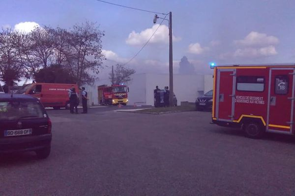 Deux millions de bouteilles de vin et spiritueux, disparus dans l'incendie du  site Sovex Grands Châteaux mardi 16 avril à Carbon-Blanc ( Gironde )