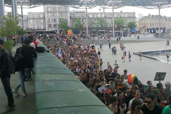 Le rassemblement pour la marche des fiertés à Amiens le samedi 22 juin 2019