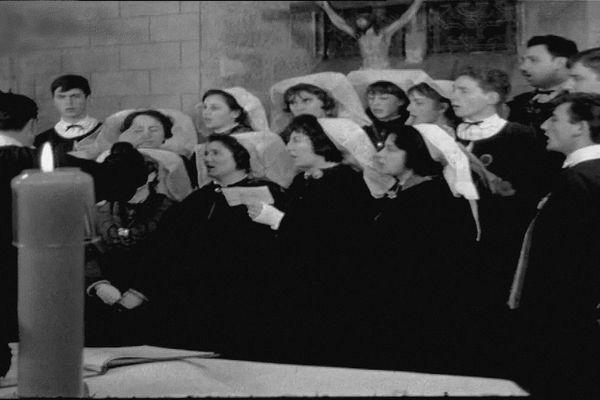 La messe de minuit filmée par la télévision régionale à Saint-Auvent ne Haute-Vienne en 1966