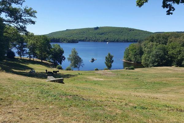 Le lac de Vassivière, un des joyaux de la campagne limousine