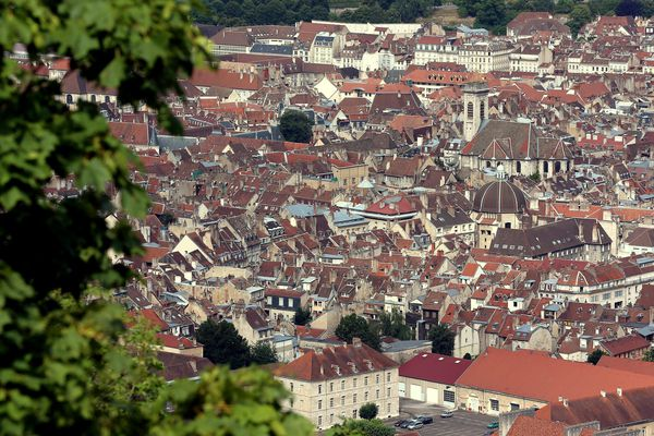 Besançon présente des prix immobiliers bien plus faibles que dans les grandes villes.