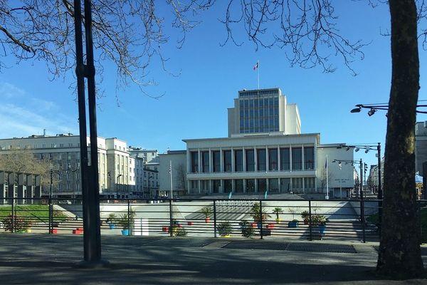À Brest, la fameuse place de la liberté est rarement désertée.