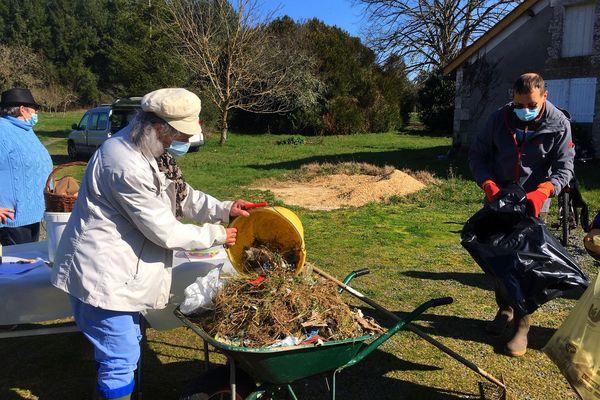 Un travail de fourmi pour tenter d'éliminer le maximum de déchets