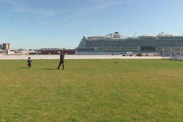 Le point de vue sur les paquebots est dégagé sur la nouvelle esplanade