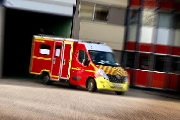 Les pompiers ont dû faire appel à un hélicoptère du CHU de Bordeaux pour prendre en charge la victime.