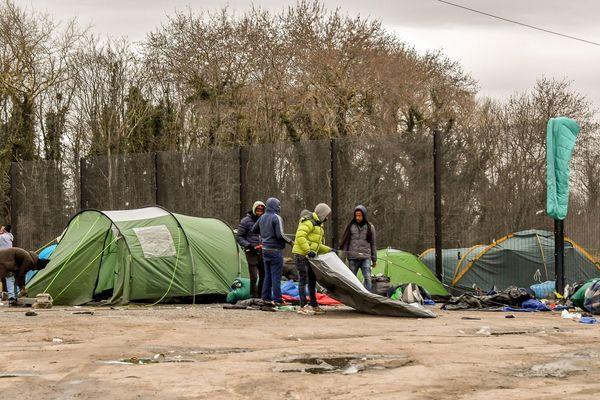 Un campement de migrants dans la zone des Dunes à Calais (Archive - septembre 2018).