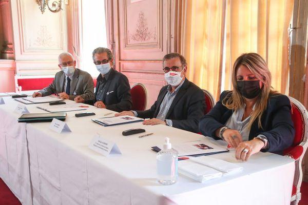 Les villes de Bordeaux, Floirac et Bègles ont signé le 3 mai la charte d'adhesion à la plateforme participative de SOS Méditérrannée.