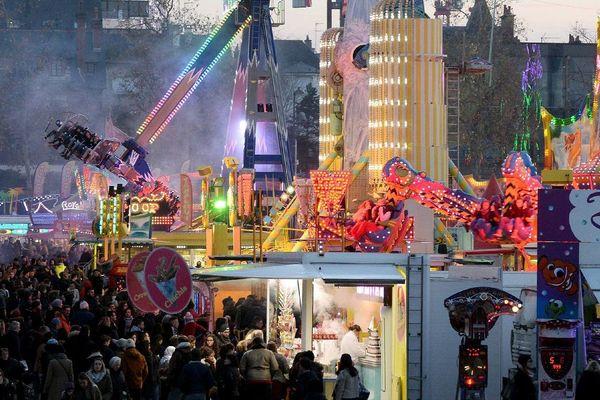 RENNES le 04/12/2016 La grande Fête Foraine de Rennes - Foire d'Hiver est installée esplanade de Gaulle à Rennes avec ses manèges à sensation.