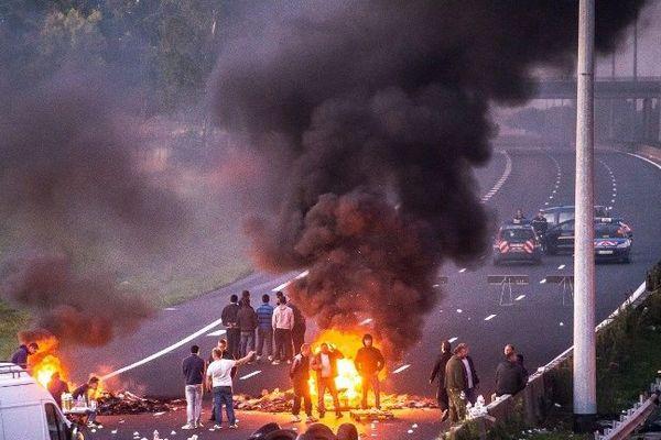 L'autoroute A1 bloquée par des gens du voyage à hauteur de Roye (Somme), le 29 août 2015.