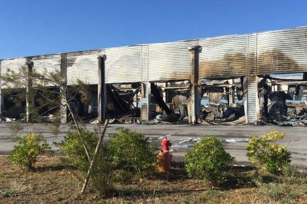 Un garage entièrement détruit par le feu à Vendres