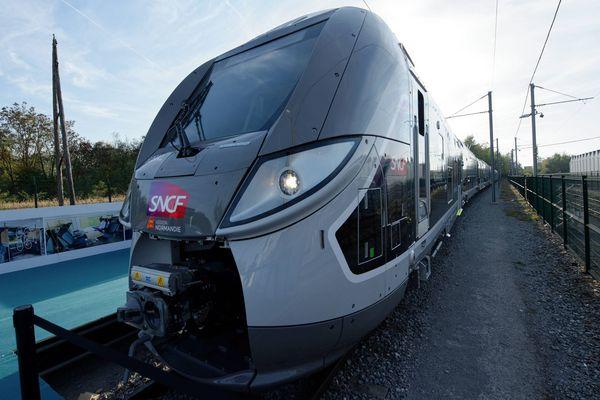 Un train Omneo fabriqué par Bombardier à Crespin.