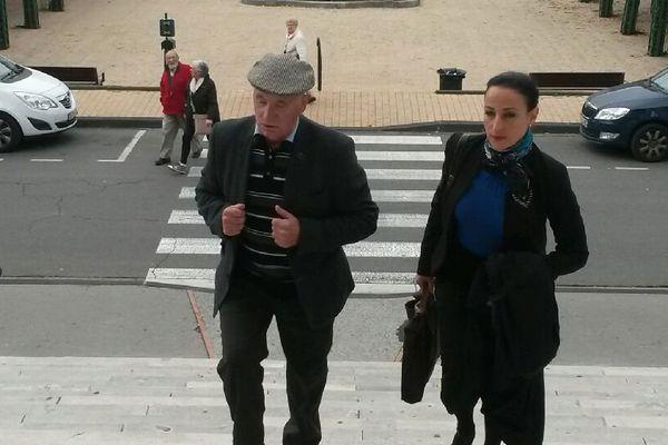 Claude Ducos et son avocate Loréa Chipi à leur arrivée au tribunal ce mardi 3 novembre 2015.