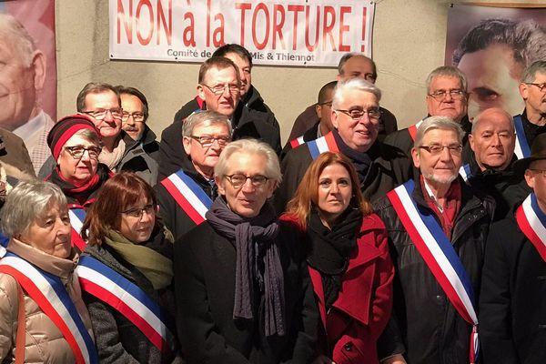 parmi les 150 personnes figuraient des élus. Jean-Pierre Sueur et Jean-Paul Chanteguet veulent une évolution législative sur la question des aveux obtenus sous la torture