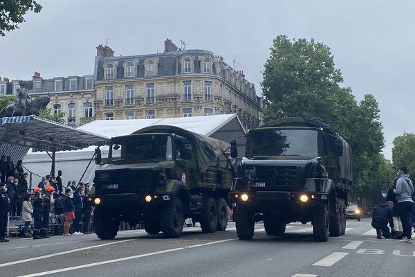 Le défilé militaire s'est clôturé par les différents corps de métiers présents : police, armée, pompiers...