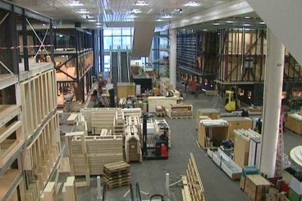 Les travaux de montage dans le nouveau complexe de halles