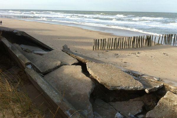 La digue de Sangatte partiellement effondrée ce vendredi matin.
