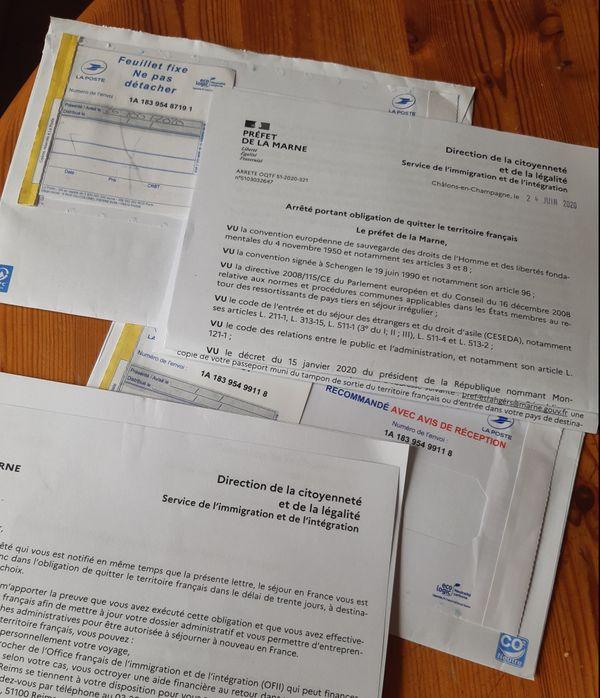 Au siège de RESF, les lettres recommandées ne cessent d'arriver pour annoncer les mauvaises nouvelles.