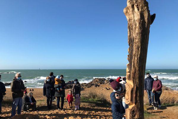 """""""Moana"""" veille désormais sur la plage de l'Aubraie aux Sables d'Olonne. En polynésie, les tikis, totems sculptés sont considérés comme des dieux protecteurs."""