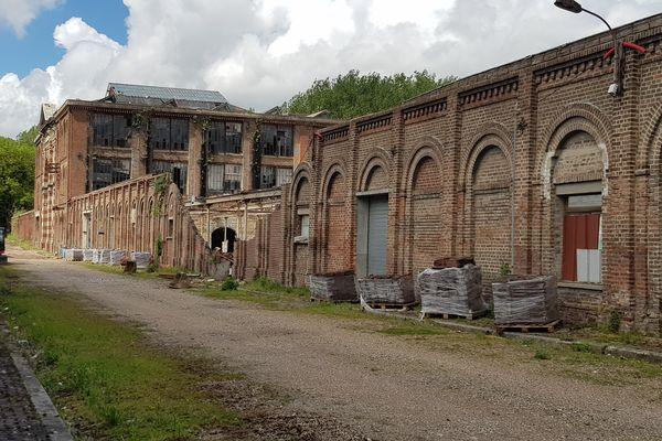 Lors des travaux de la toiture, une partie de la façade de l'usine Cosserat à Amiens, classée Monument historique, s'est effondrée