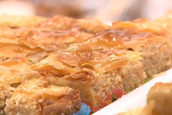 Les pâtisseries font partie des mets délicats que les pratiquants du jeûne dégustent le soir, après le coucher du soleil, souvent en famille.