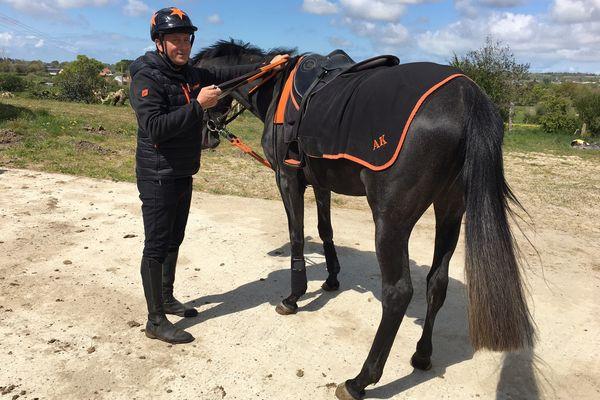 Aurélien Kahn entraîne ses chevaux tous les matins