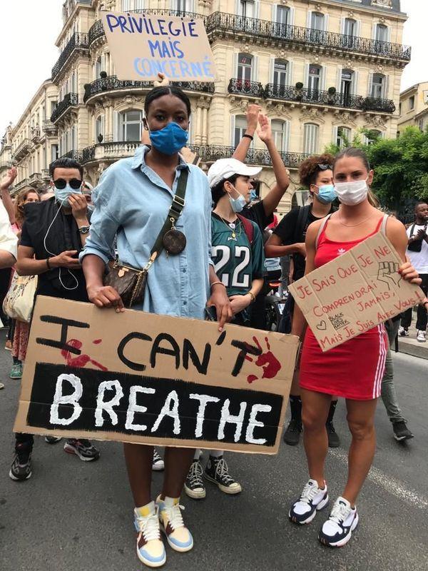 C'est pour dénoncer les violences policières et le racisme que les deux sportives se sont mobilisées.