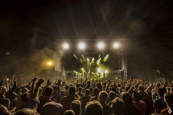 Sur cette 20e édition, le protocole sanitaire impose au public d'être assis pour assister aux concerts.