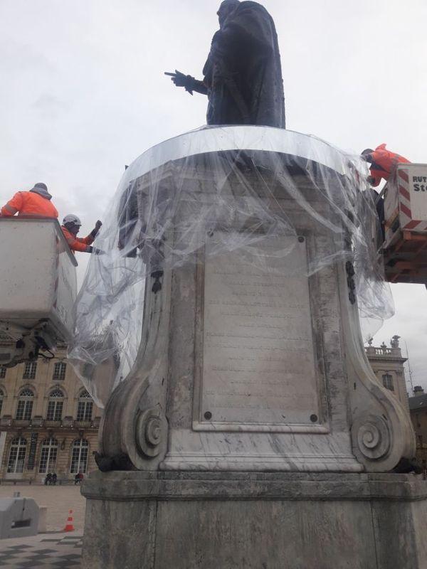 Stanislas et sa bulle déchirée par les rafales de vent, mardi 17 décembre 2019.