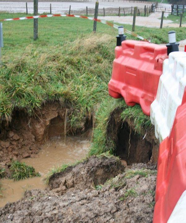 Un effondrement de chaussée à Sausseuzemare-enCaux