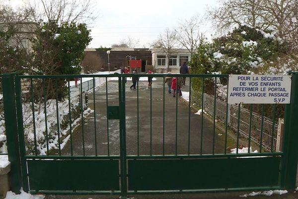 55 classes seront supprimées à la rentrée prochaine dans le département, comme ici à Allonnes près du Mans.