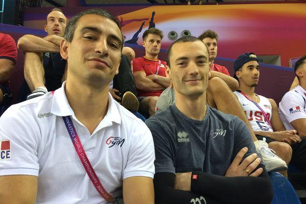 Les lyonnais Yann Cucherat chef de la délégation française et Cyril Tomasonne aux championnats du monde de gymnastique de Doha spectateurs des finales féminines