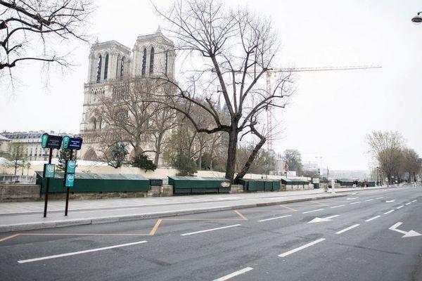 A quelques jours des un an de l'incendie de la cathédrale Notre-Dame, les fidèles catholiques fêteront la Pâques confinés.