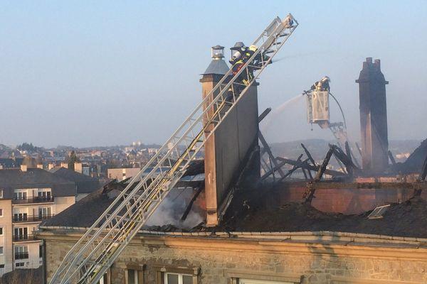 L'incendie a ravagé les combles d'un immeuble à Fougères
