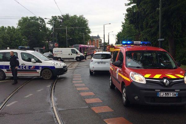 Les secours et les agents techniques du réseau de tramway sont rapidement intervenus.