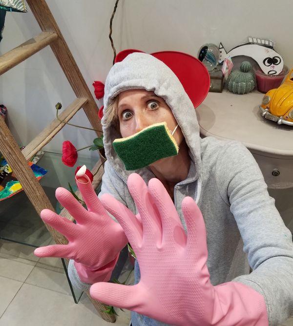 """Le masque éponge est un clin d'œil a la situation sanitaire : """"il faut tout le temps tout nettoyer et désinfecter"""""""