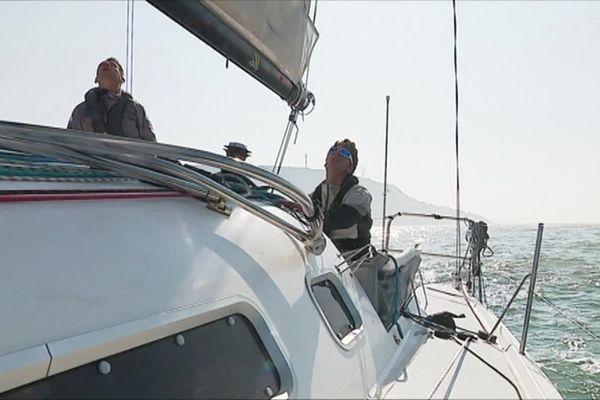 Frédéric et Martin sur leur bateau