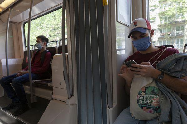 Le port du masque est obligatoire dans les transports en commun à partir du lundi 11 Mai. En Lorraine, une distribution est prévue lundi matin dans neuf gares pour les usagers qui n'en possèdent toujours pas.