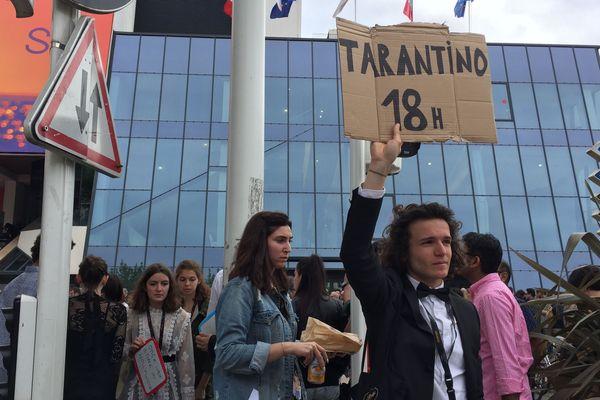 Paolo Bourget, 19 ans, tente d'obtenir des places pour le dernier film de Tarantino.