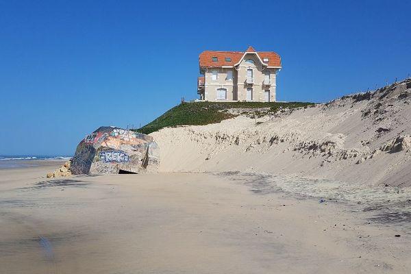 L'une des villas du front de mer de Biscarosse vue de la plage le 24 mars 2020